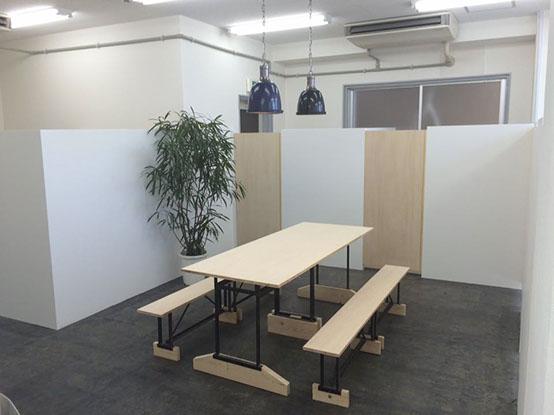 CONNECTのシェアオフィスの画像です。簡単なミーティングなどにご利用いただけます。