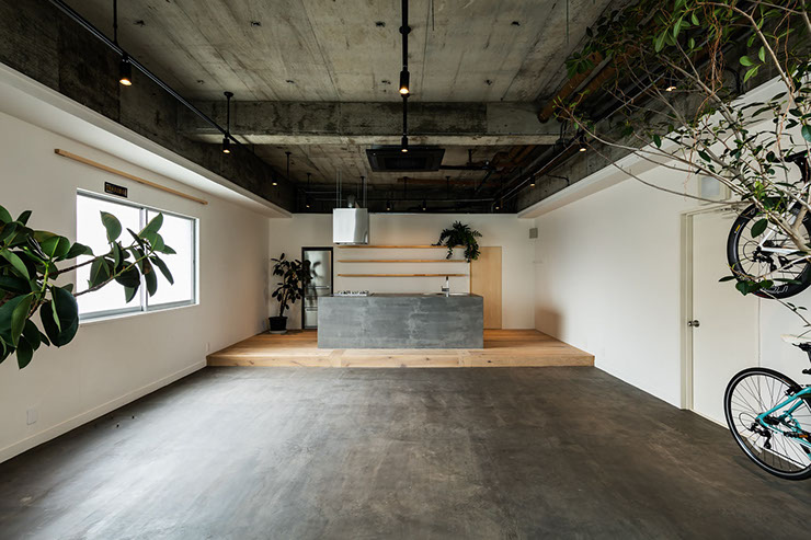 CONNECTのイベントスペース画像です。広々とした空間でヨガやダンスもできますよ。